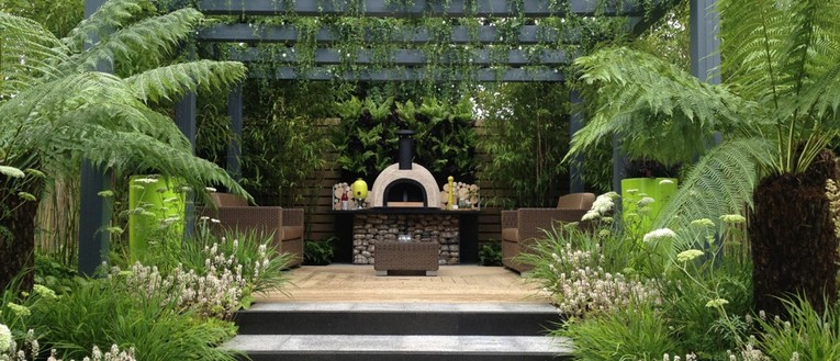 Link to page Picture of a show garden built by Garden House Design