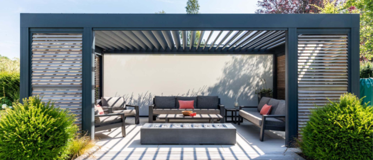 Link to page Louvered Roof Renson Patio Cover Camargue in a garden with patio underneath