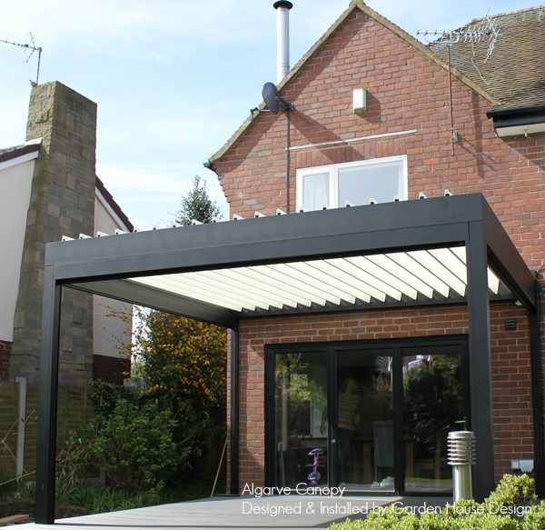 RENSON Algarve canopy with black frame and white roof blades